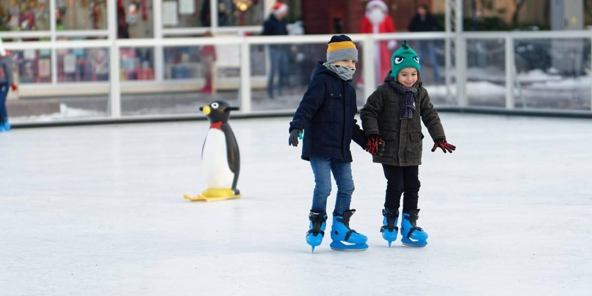 kids ice skating