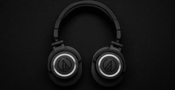 history of noise cancelling headphones